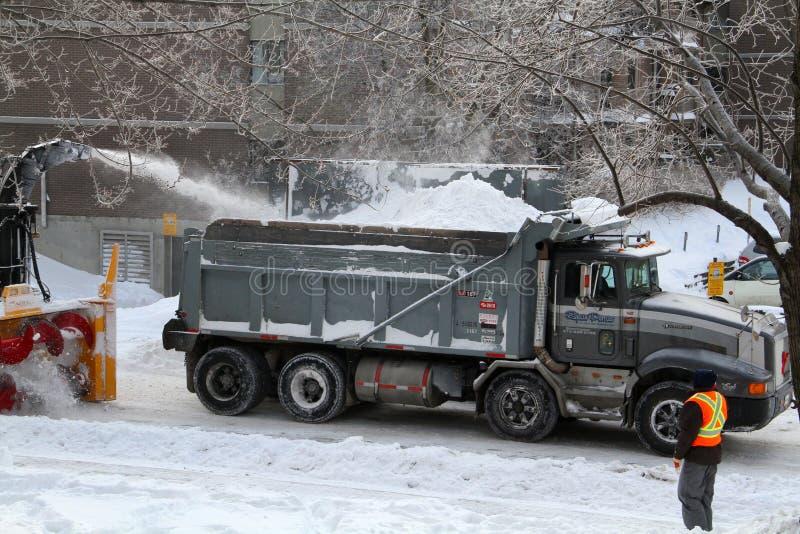 Snowmoval após a tempestade de neve do inverno fotografia de stock royalty free
