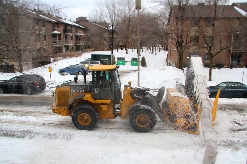 Snowmoval na de wintersneeuwstorm royalty-vrije stock afbeelding