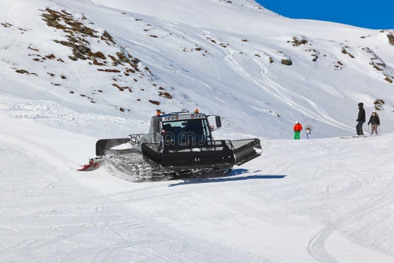 Snowplow na estância de esqui Hofgastein mau Áustria das montanhas fotos de stock royalty free