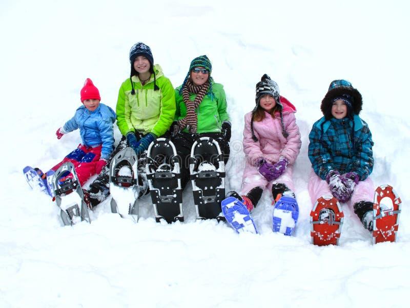Snowshoeing in de Winter stock foto