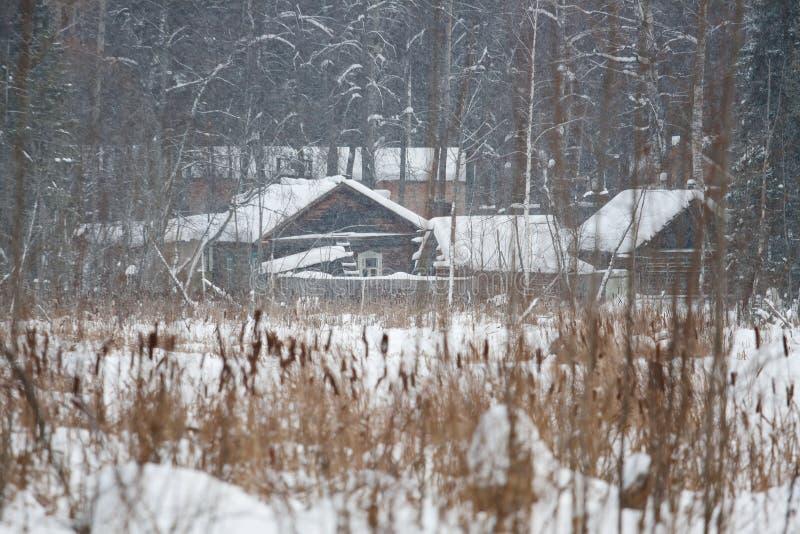 snowstorm εξοχικών σπιτιών τραπεζών στοκ φωτογραφία