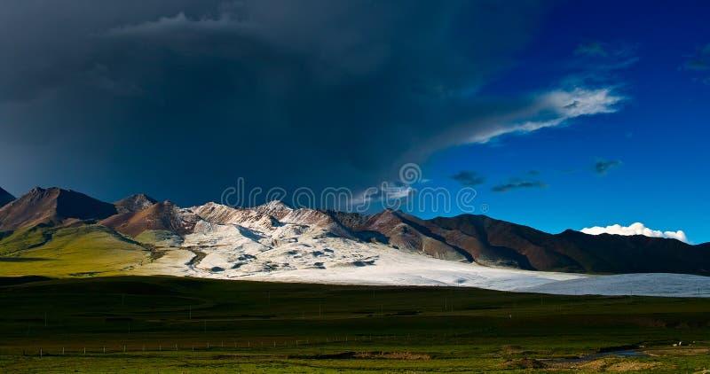 Snowstorm på horisonten arkivfoton