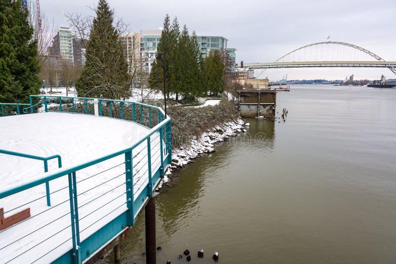 Snowy Портленд и мост Fremont стоковые изображения