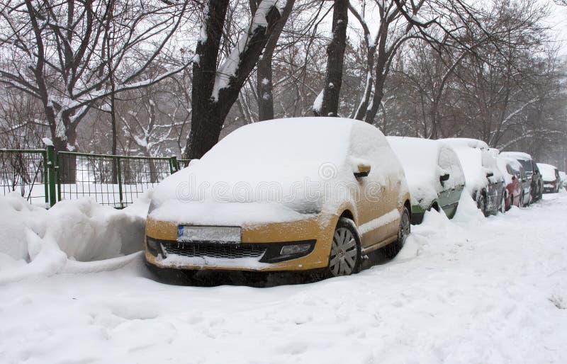 Snowy-Autos stockfoto