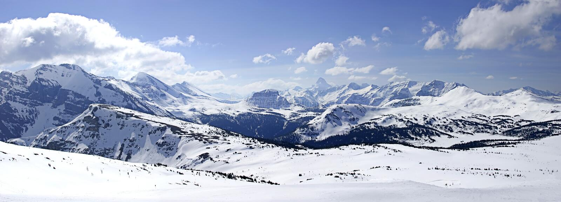 Snowy-Berg panoramisches II lizenzfreies stockbild
