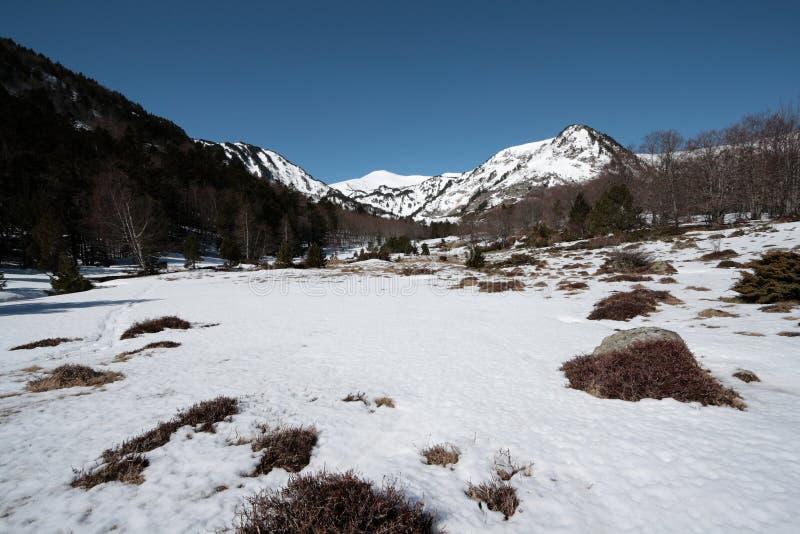 Snowy-Berg in Pyrenees lizenzfreies stockbild
