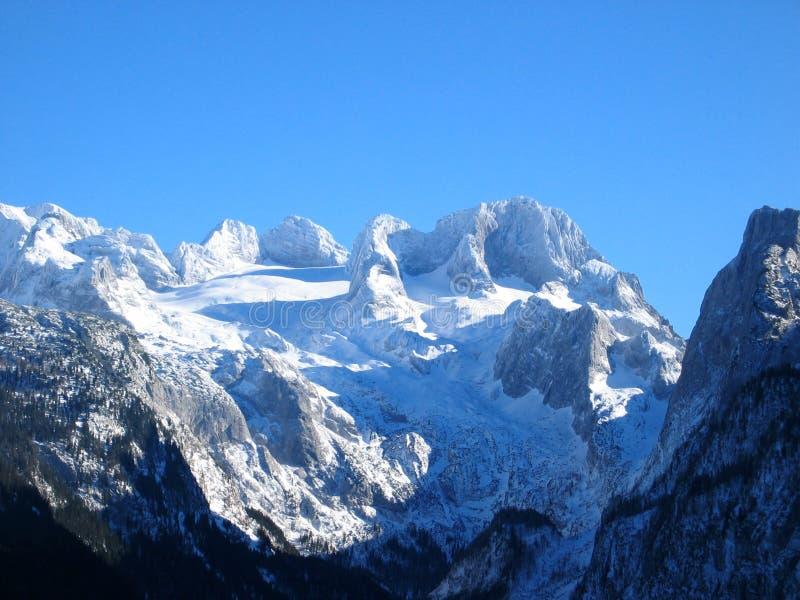 Snowy-Berge in Österreich stockfotos