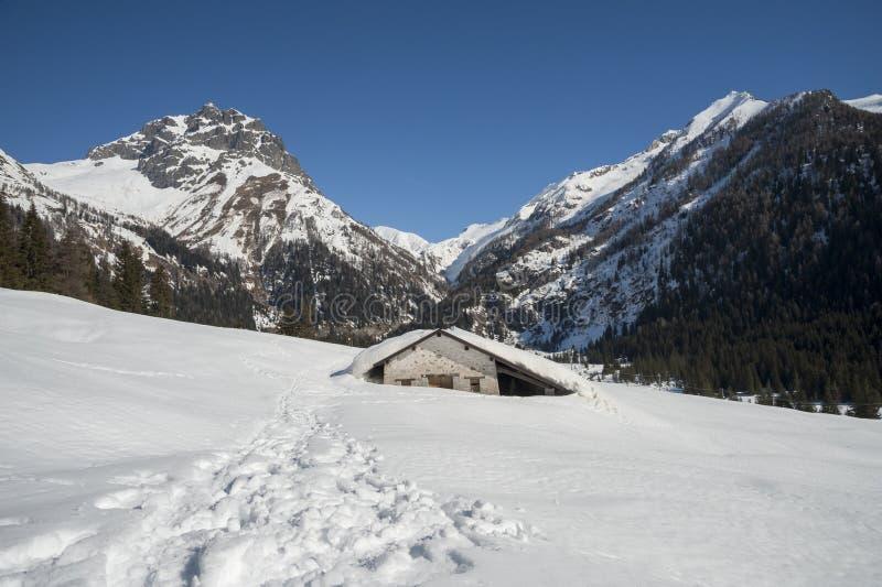Snowy-Chalet stockfotos