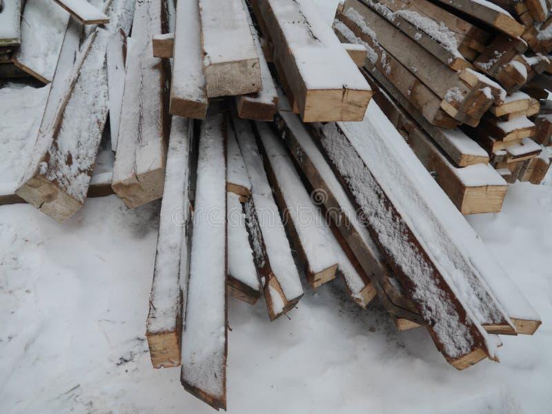 Snowy-Holz geheftet lizenzfreies stockfoto