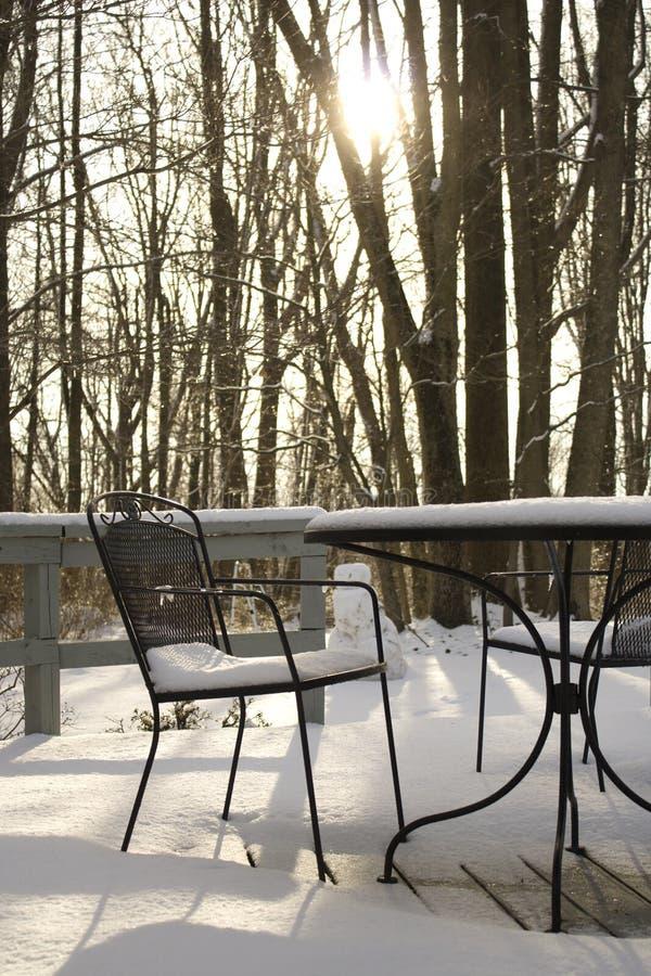 Snowy-Klappstuhl stockfotos