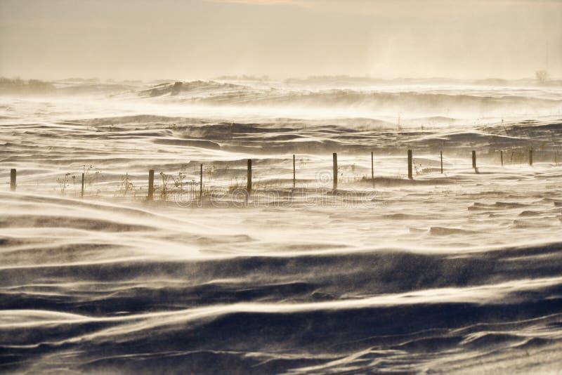 Snowy-Landschaft mit Zaun. stockbilder