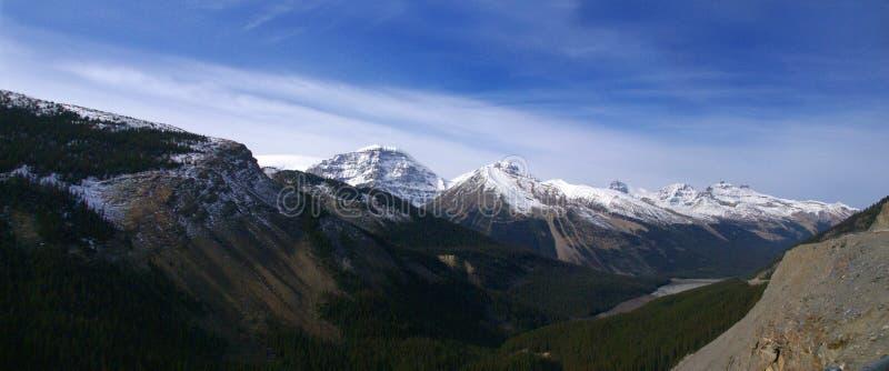 Snowy-Spitzen in den Rockies stockbild