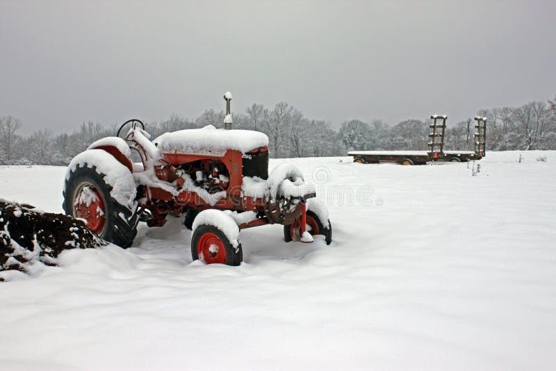 Snowy-Traktor lizenzfreies stockfoto