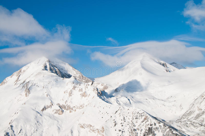 Snowy Twin Mountain Peaks Royalty Free Stock Photos