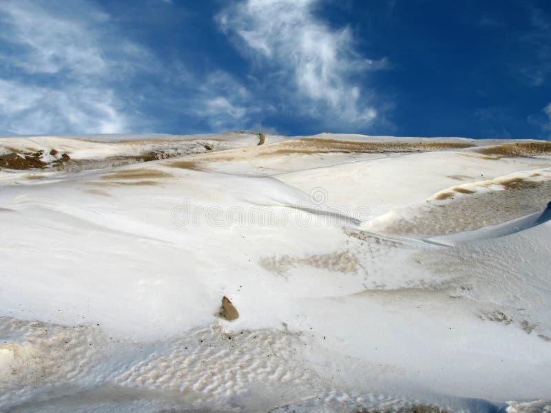 Snowy-Wüstenhimmel lizenzfreie stockfotografie