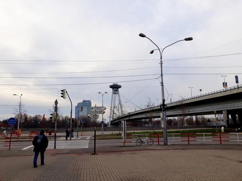 SNP-Brücke, neue Brücke über Donau in Bratislava stockfotos