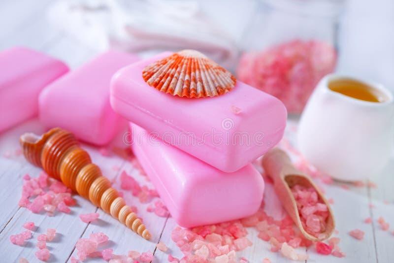 Download Soap och salta arkivfoto. Bild av fjäder, blomma, tvål - 37345934