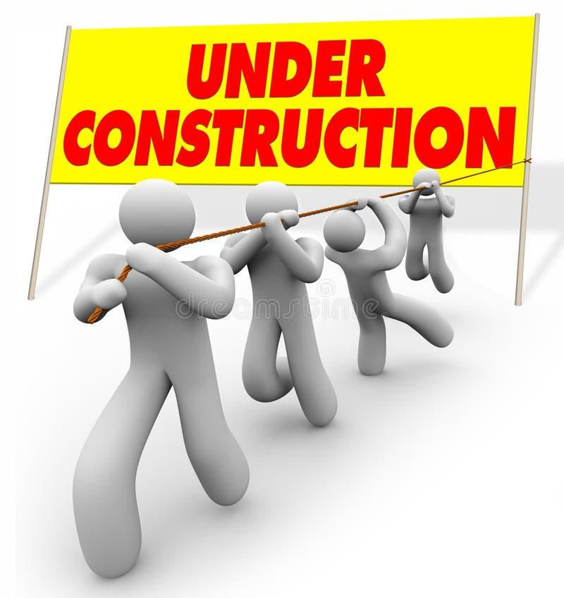 Sob a construção - equipe que levanta o sinal ilustração royalty free