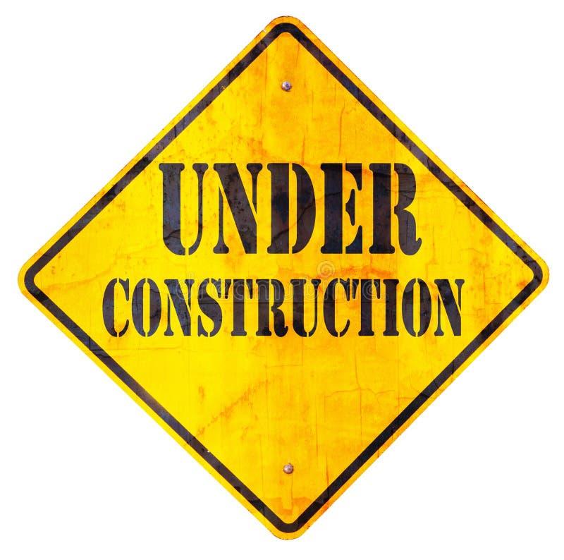 Sob o sinal da construção foto de stock