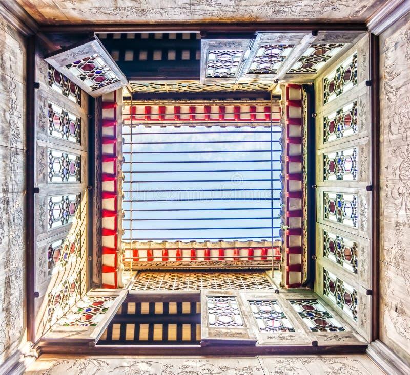 Sob a opinião Lou Kau Mansion construiu com decoração portuguesa e estilo chinês da arquitetura imagens de stock