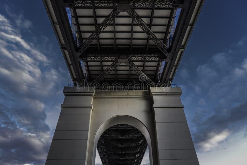 Sob a ponte foto de stock