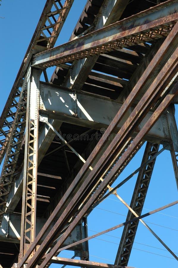 Sob a ponte do trem fotos de stock