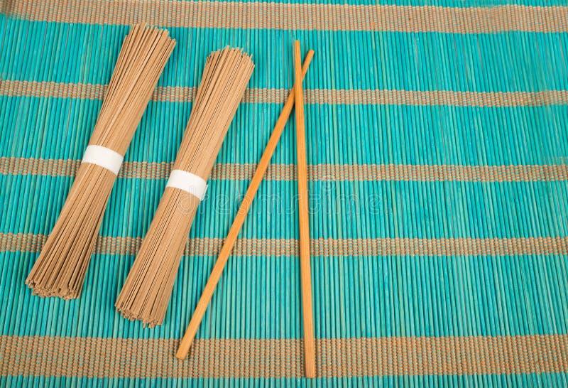 Soba και chopsticks στοκ εικόνα με δικαίωμα ελεύθερης χρήσης