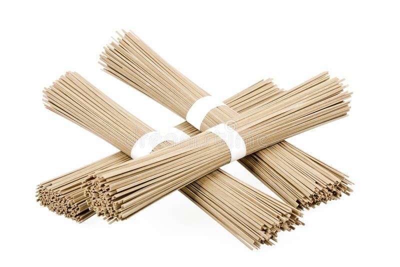 Soba delle tagliatelle del grano saraceno su fondo bianco immagine stock libera da diritti