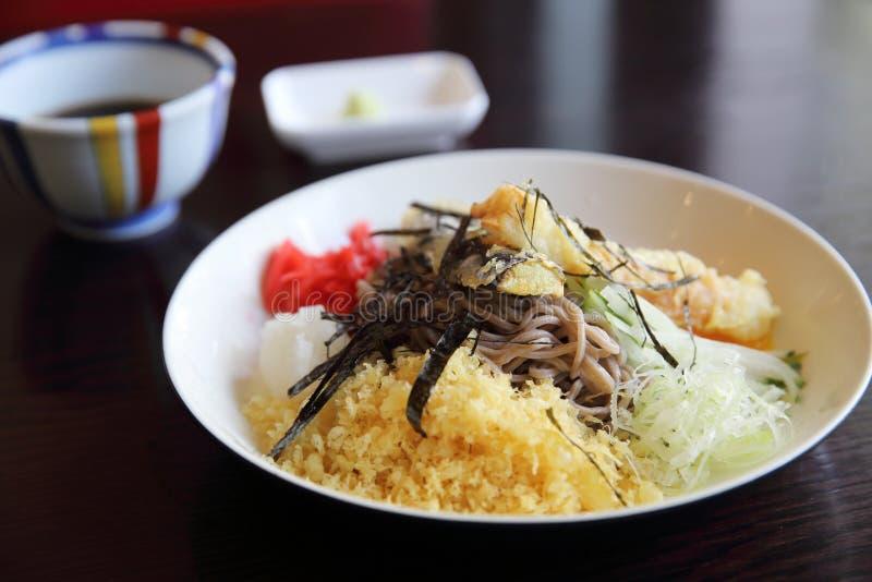 Soba med japansk mat för tempuranudel arkivbilder