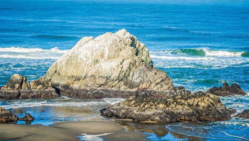 Soberanes и скалы на побережье Калифорнии Тихого океана стоковое изображение rf