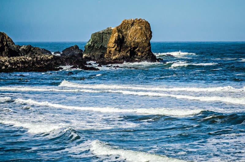 Soberanes och klippor på Stilla havetkusten Kalifornien arkivfoton