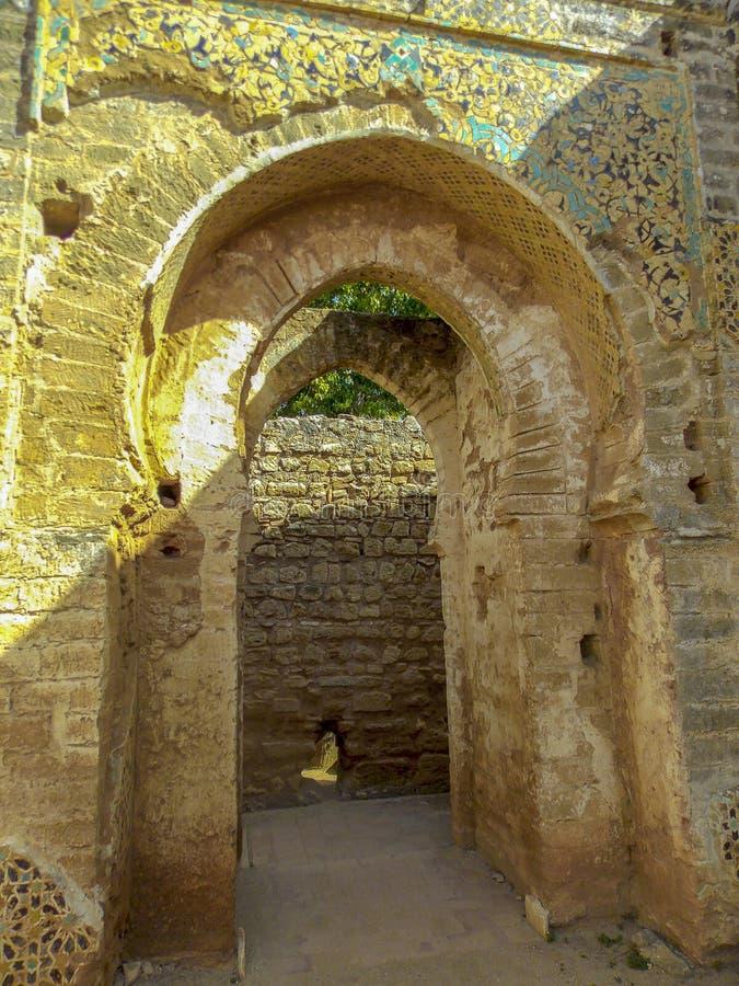 Sobras da cidade romana da necrópolis de Chellah rabat marrocos imagens de stock