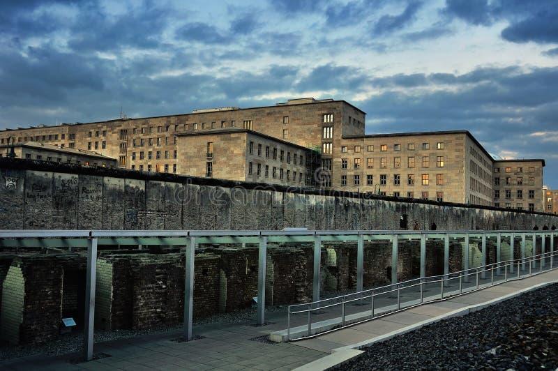 Sobras de Berlin Wall em Alemanha fotos de stock