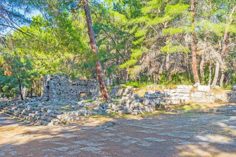 Sobras de Domitian Agora em Phaselis, Tekirova, Turquia imagem de stock royalty free