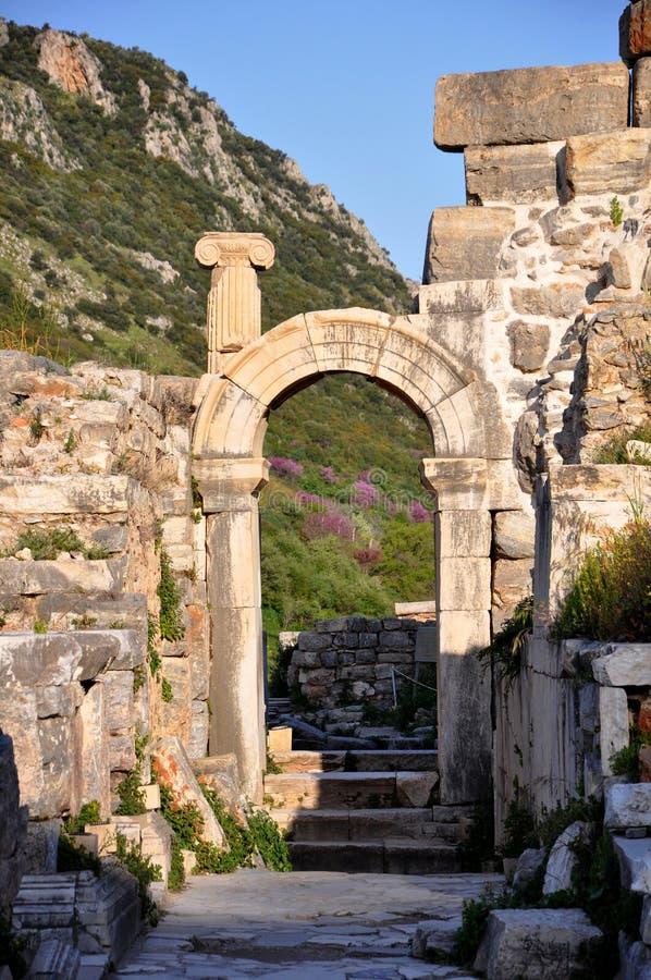Sobras de uma civilização anterior em Ephesus foto de stock royalty free