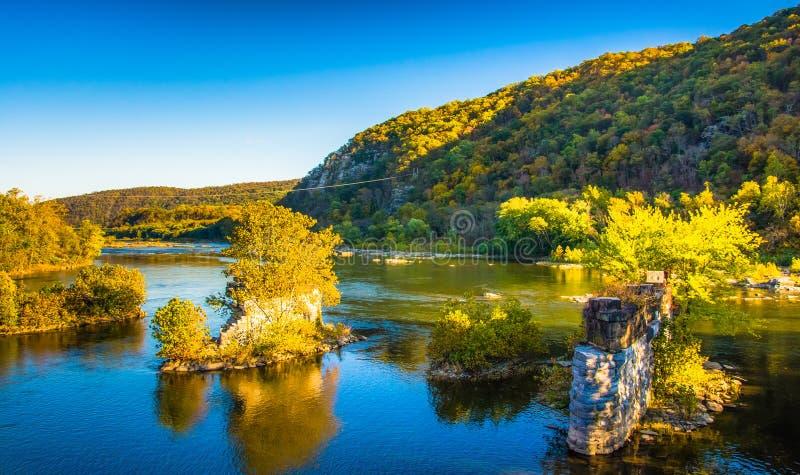 Sobras de uma ponte no rio de Shenandoah, na balsa do harpista, foto de stock royalty free