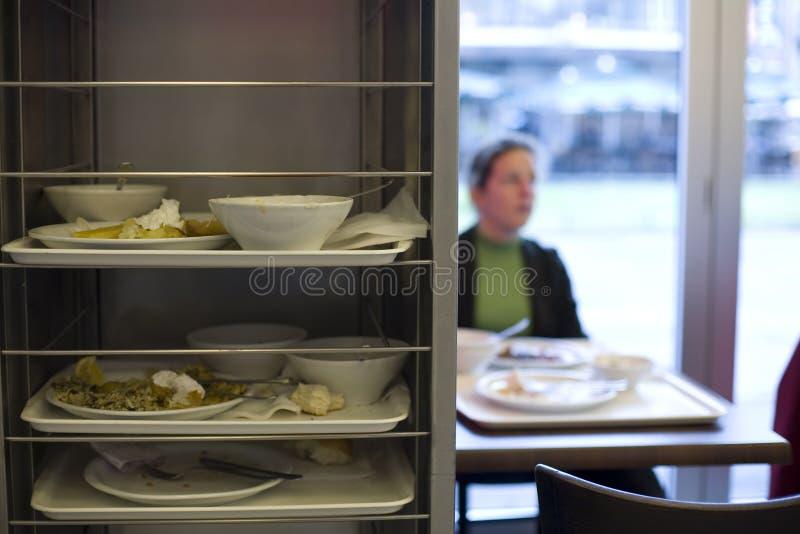 Sobras do alimento e placas sujas imagens de stock royalty free