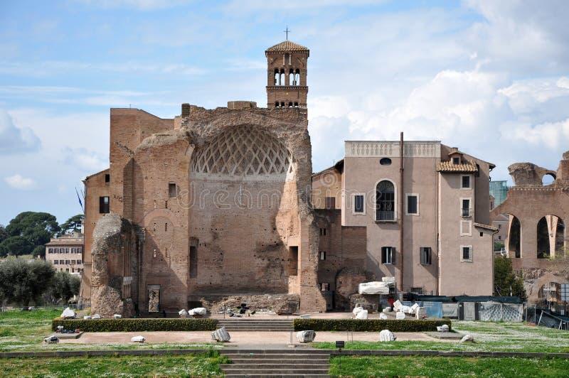 Sobras do Domus Aurea, construídas pelo imperador Nero em Roma, Itália imagens de stock royalty free
