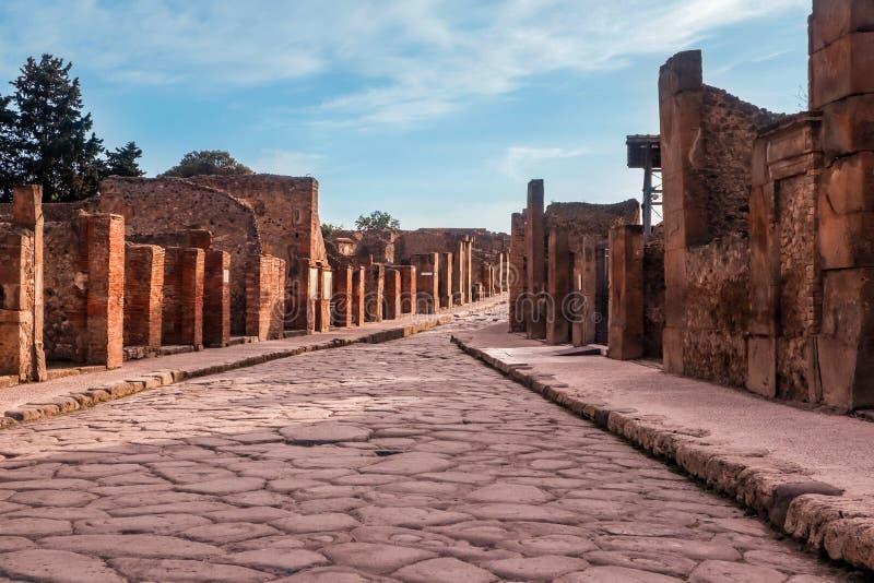 Sobras e ruínas da cidade abandonada antiga de Pompeii em Itália imagem de stock royalty free