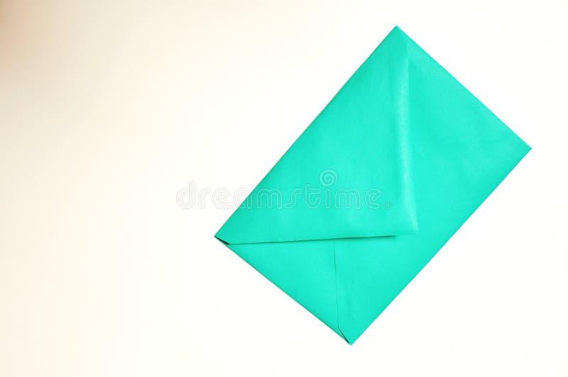Sobre cerrado verde en el fondo blanco imágenes de archivo libres de regalías