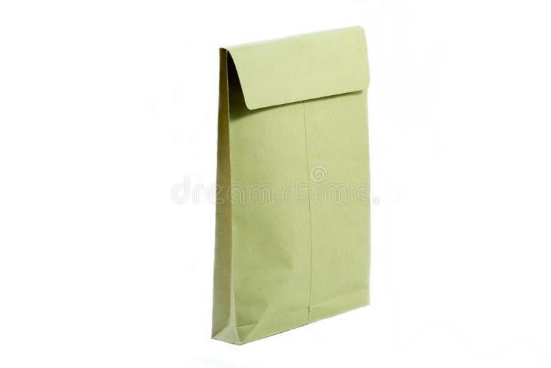 Sobre de Brown para el documento en blanco aislado imagen de archivo libre de regalías
