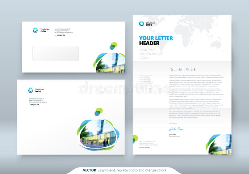 Sobre DL, C5, papel con membrete Plantilla del negocio corporativo para el sobre y la letra Disposición con los puntos coloreados stock de ilustración