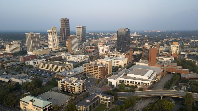 Sobre el horizonte céntrico del centro de ciudad del capitolio del estado de Little Rock Arkansas fotografía de archivo
