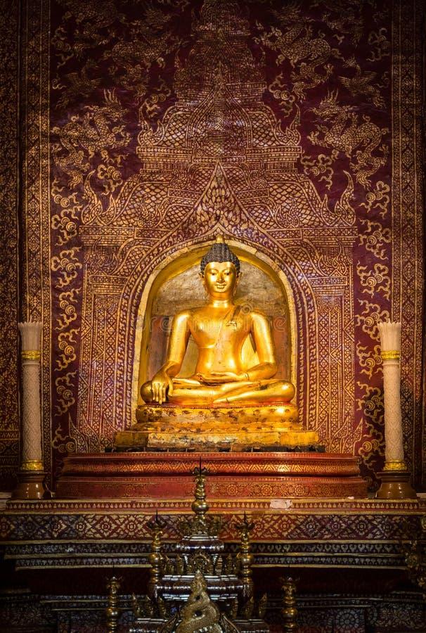 Sobre a estátua da Buda das pessoas de 300 anos em Tailândia fotografia de stock