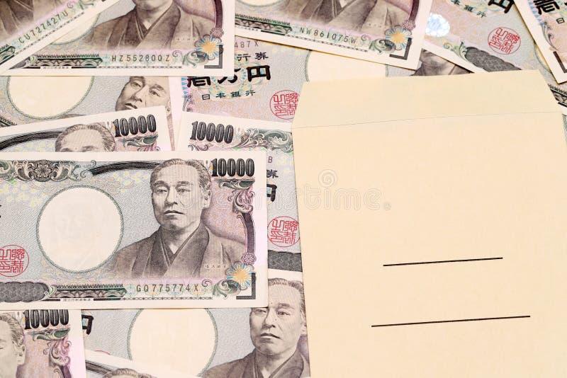 Sobre japonés del dinero y del sueldo fotografía de archivo libre de regalías