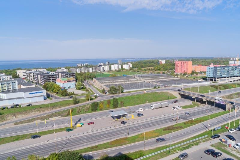 Sobre la vista de la carretera de Laagna en el distrito de Tallinn Lasnamae imagen de archivo libre de regalías