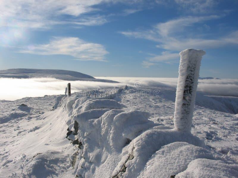 Sobre las nubes acerque a Glenshee imágenes de archivo libres de regalías