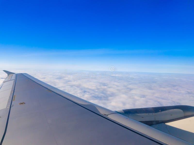 Sobre las nubes - una qué visión asombrosa foto de archivo libre de regalías