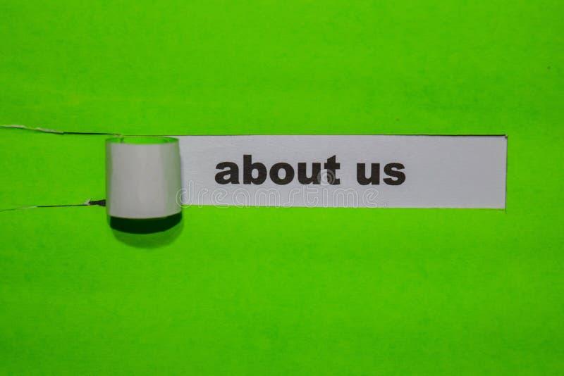 Sobre los E.E.U.U., concepto de la inspiración y del negocio en el papel rasgado verde imágenes de archivo libres de regalías