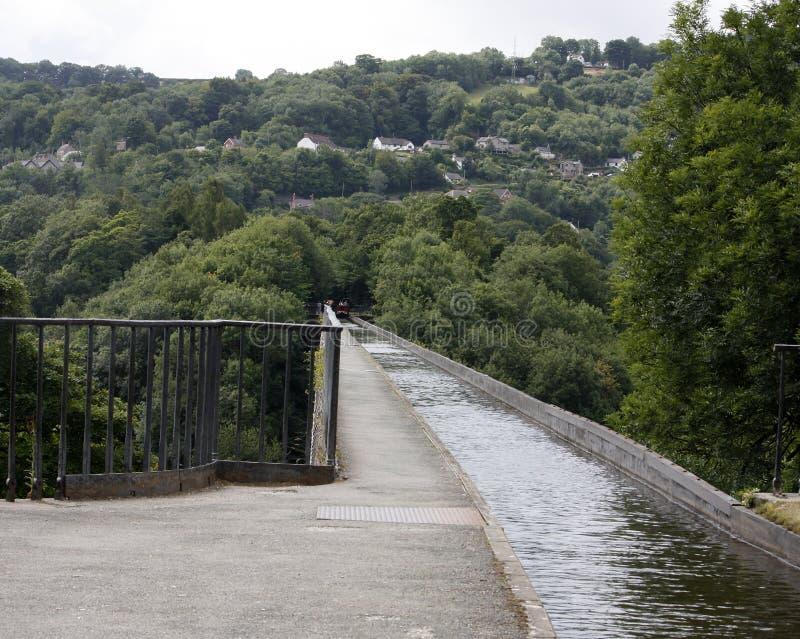 Sobre o canal no aquaduct do pontcysllte em Gales imagem de stock royalty free